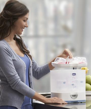 Scaldabiberon e sterilizzatori preparare il latte e la pappa per il bambino.