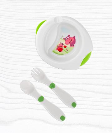 Colora il momento del pranzo con i piatti, le posate e gli accessori per la pappa Chicco.