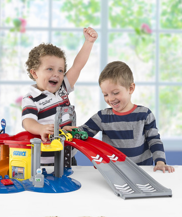 Imitare mamma e papà è la forma migliore per diventare grandi. Scopri i giochi per crescere insieme.